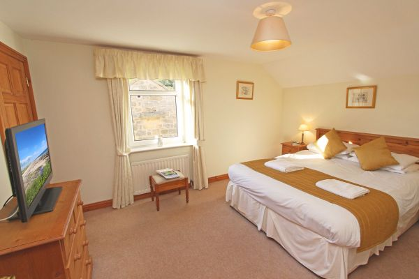 Ferguson Cottage, double bedroom with en-suite shower room