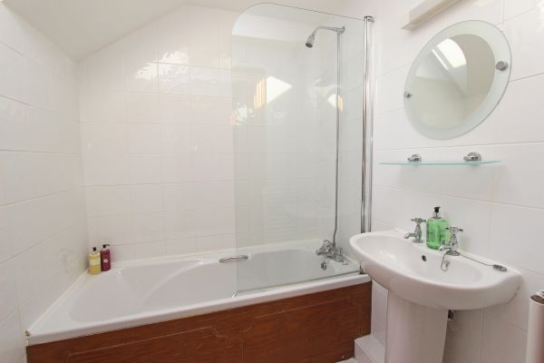 Ferguson Cottage, double room en-suite bathroom