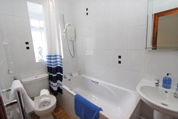 Gable Cottage, Seahouses, bathroom