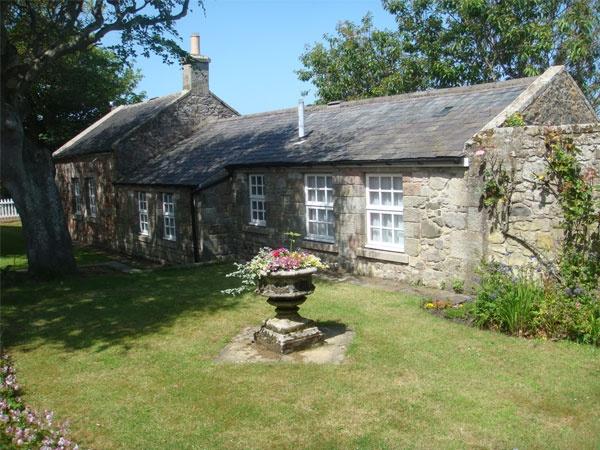 A sunny day at Glebe Cottage