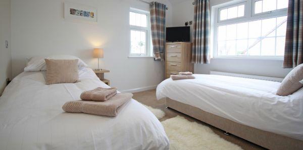 Grey Goose - twin bedroom