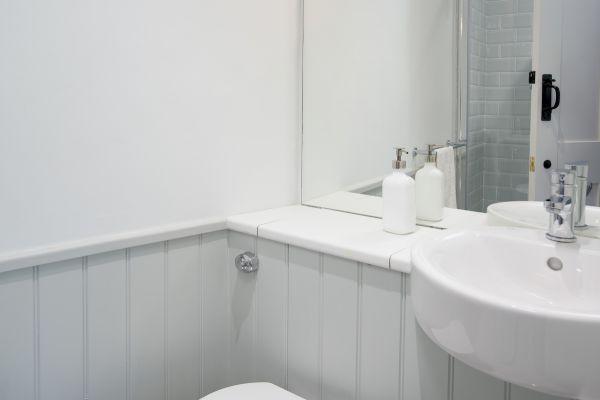 Grove House, bathroom i