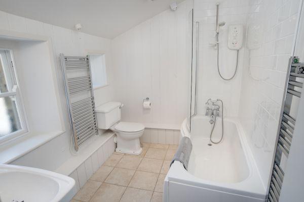 Grove House, bathroom ii