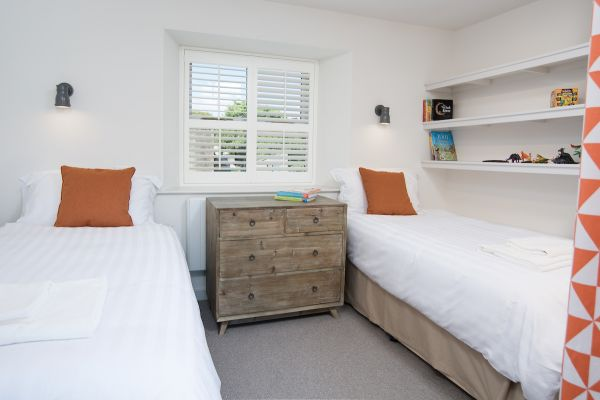 Grove House, twin bedroom