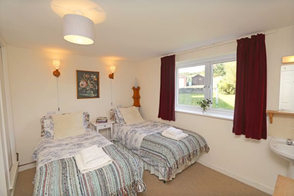 Harbour House, Craster, twin room 1