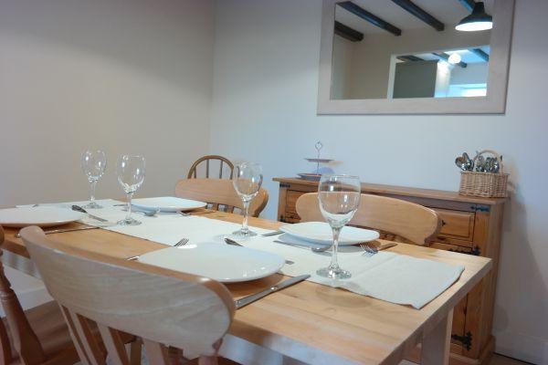 Poppy Cottage Dining1