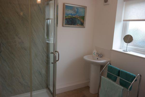 Poppy Cottage Downstairs Bathroom