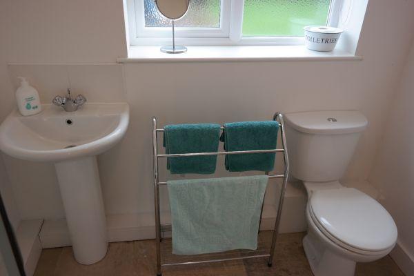 Poppy cottage Downstairs Bathroom1