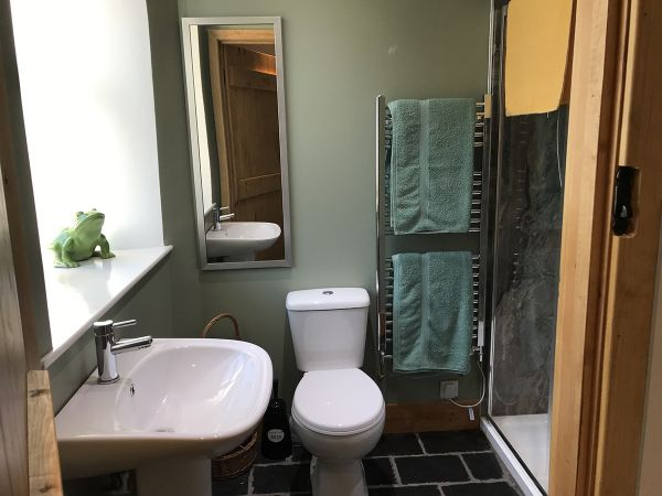 Cuckoo Cottage Bathroom