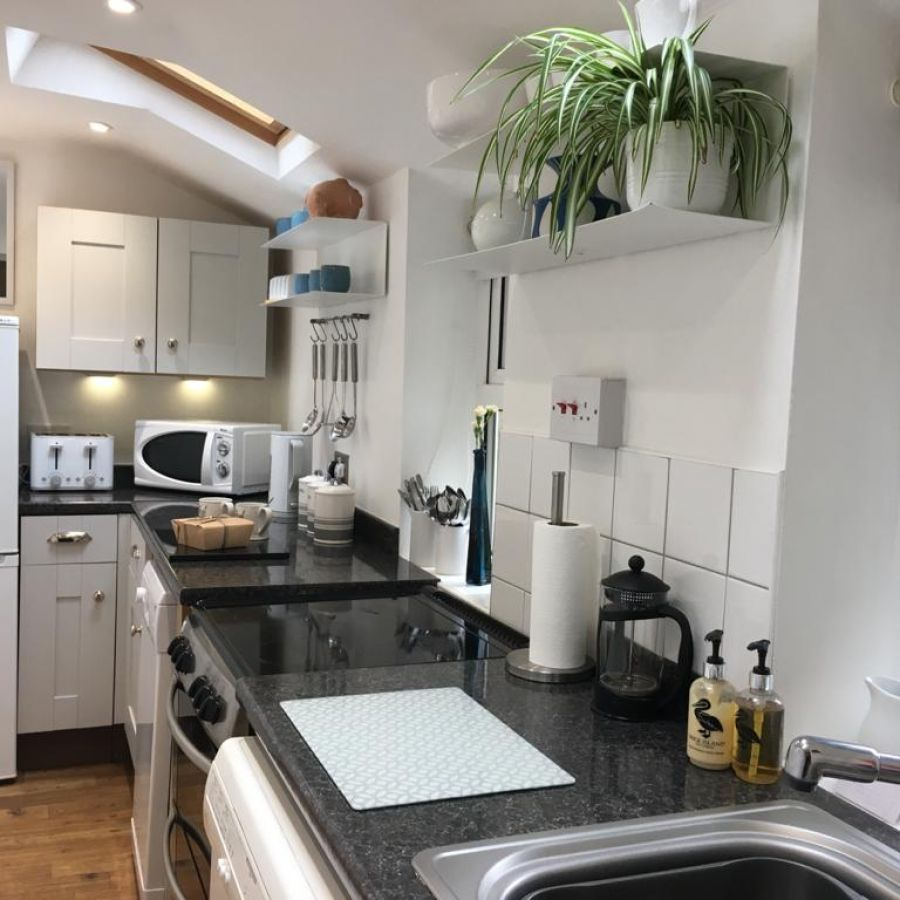 Lovely light fully fitted kitchen