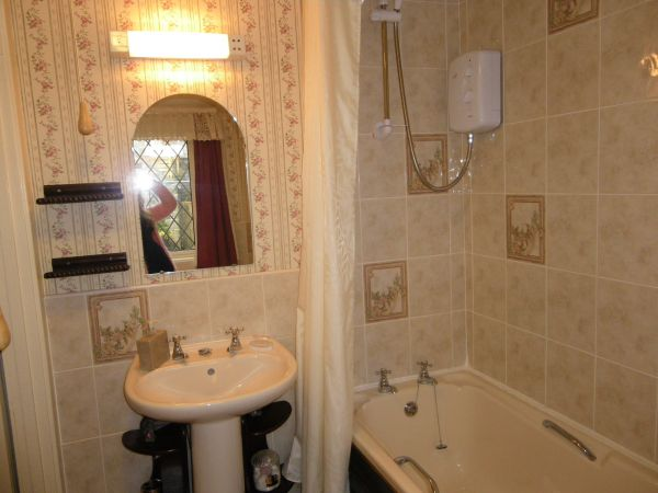 En-suite Bathroom to Room 1