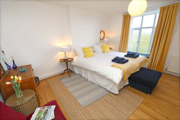 Mariners House, Alnmouth - bedroom with lovely views of the sea