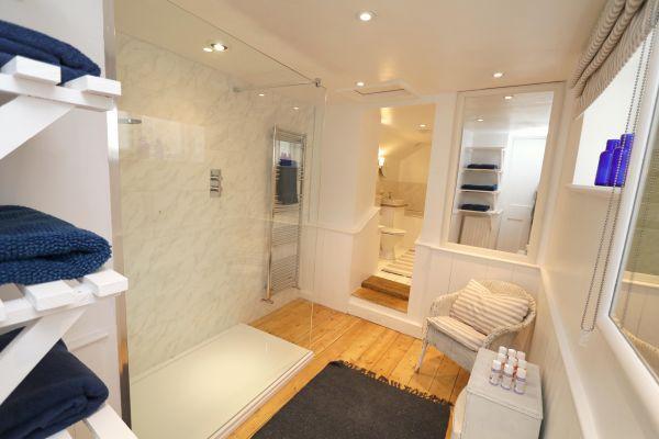Mariners House, Alnmouth - family bathroom