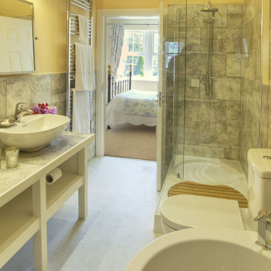 The Beacons ensuite bathroom
