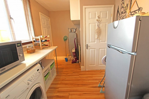 Utility room with fridge/freezer, washing machine and microwave oven