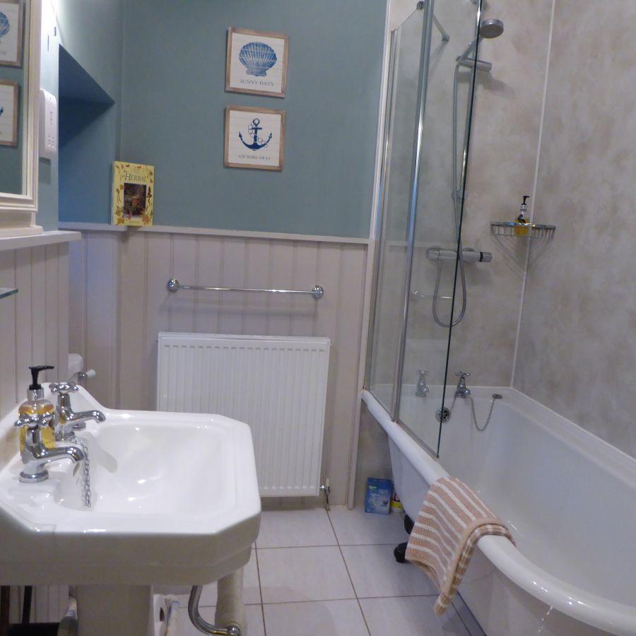 Bathroom with underfloor heating