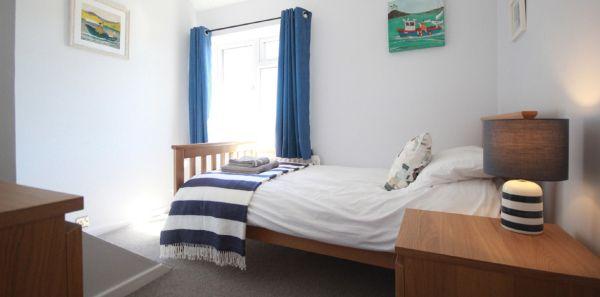 Single bedroom at Porthole
