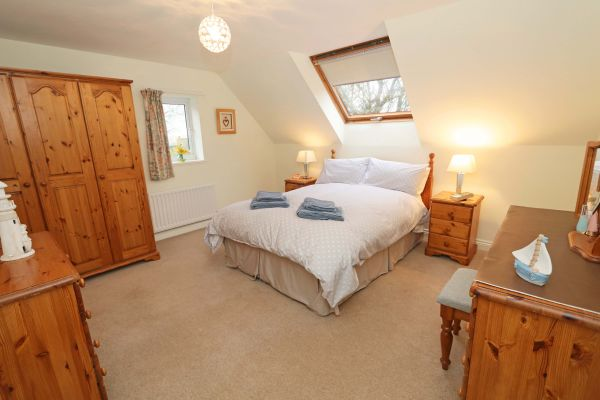 Quarry Haven, Bamburgh, double bedroom with en-suite bathroom