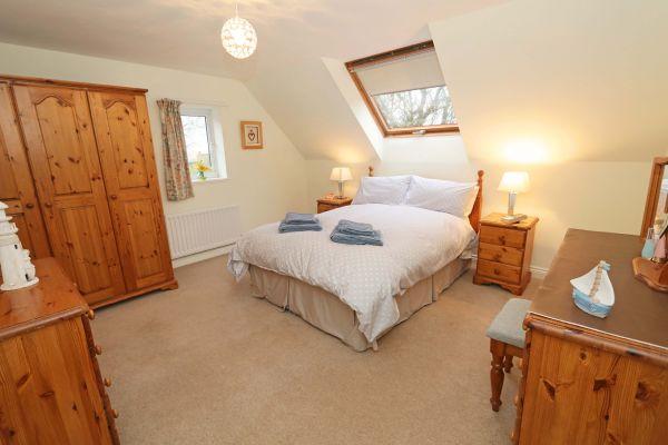 Quarry Haven, Bamburgh, double bedroom with en-suite bathroom