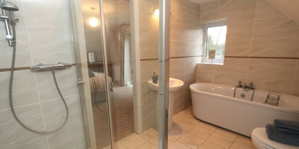 Quarry Haven, Bamburgh, en-suite bath and shower room