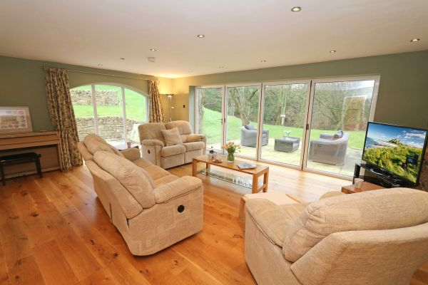 Quarry Haven, Bamburgh, light and spacious lounge with patio doors