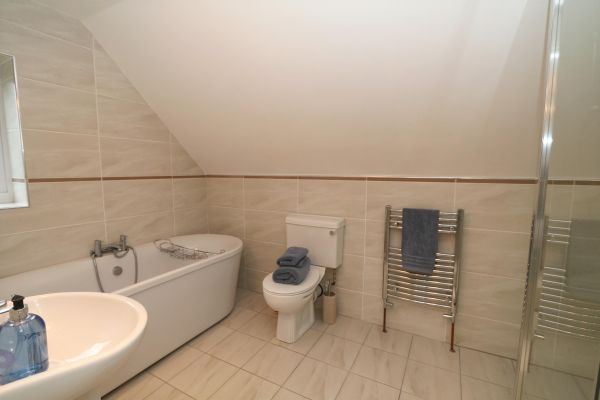 Quarry Haven, Bamburgh, master en-suite with seperate shower and bath