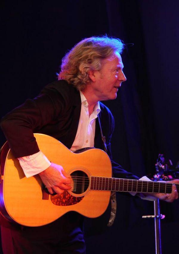 Reg Meuross - live at St Cuthbert's House