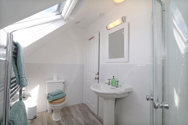 Riverside, Alnmouth, en-suite bathroom 2
