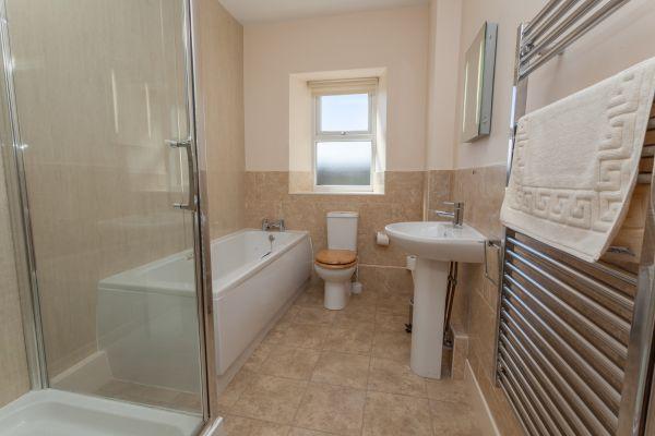 Howdiemont Bathroom