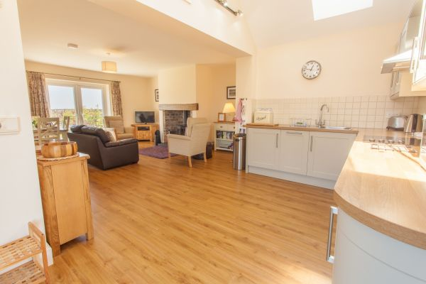 Whinney Open Plan Kitchen/Lounge