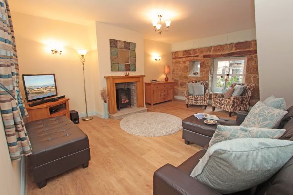 Sandy Toes Cottage - lounge
