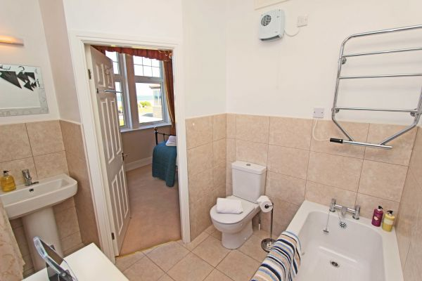 Sound of the Sea, en-suite bathroom
