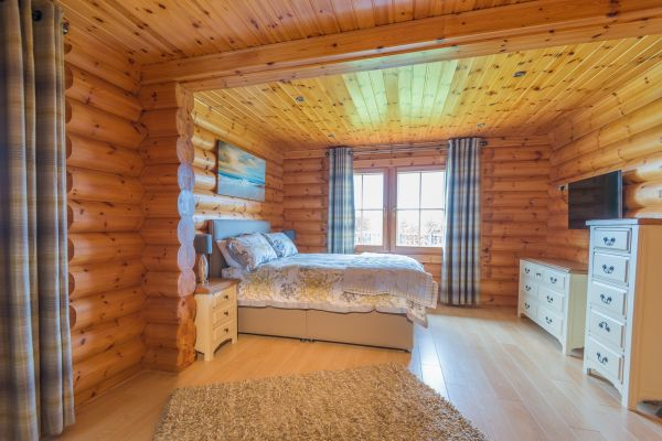 Luxury Lodge Master Bedroom
