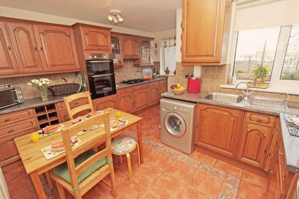 Sundial Cottage, well equipped kitchen