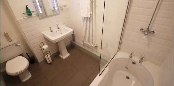 estate Office en-suite bathroom