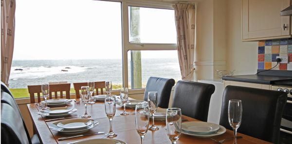 the Moorings - Dining area