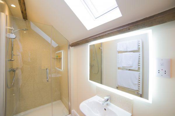 Garden Cottage Bathroom 10
