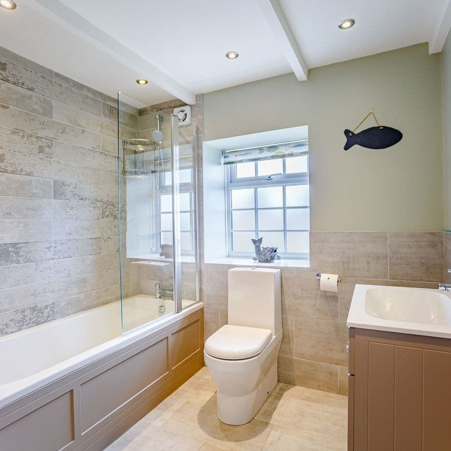 The Porthole-Family bathroom