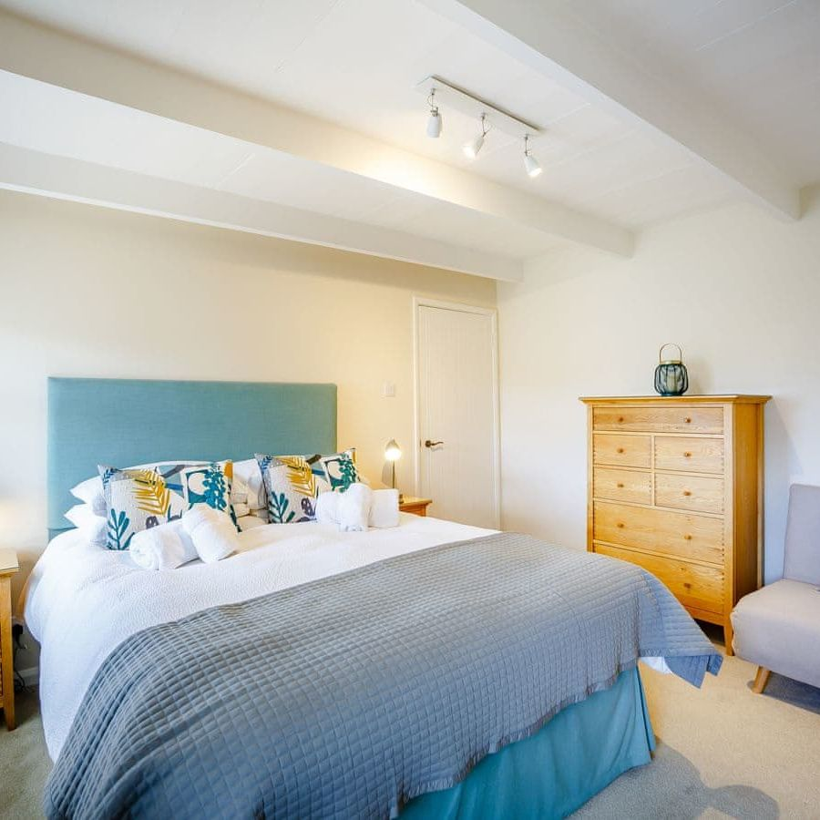 The Porthole-Main bedroom