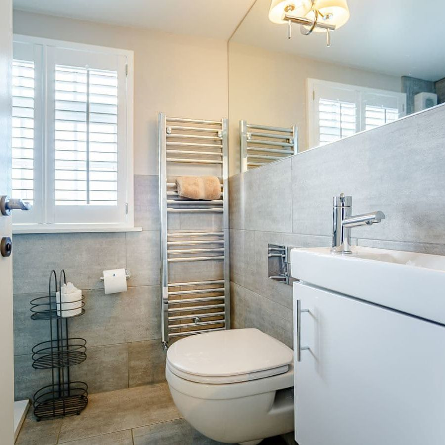 The Porthole-Shower room