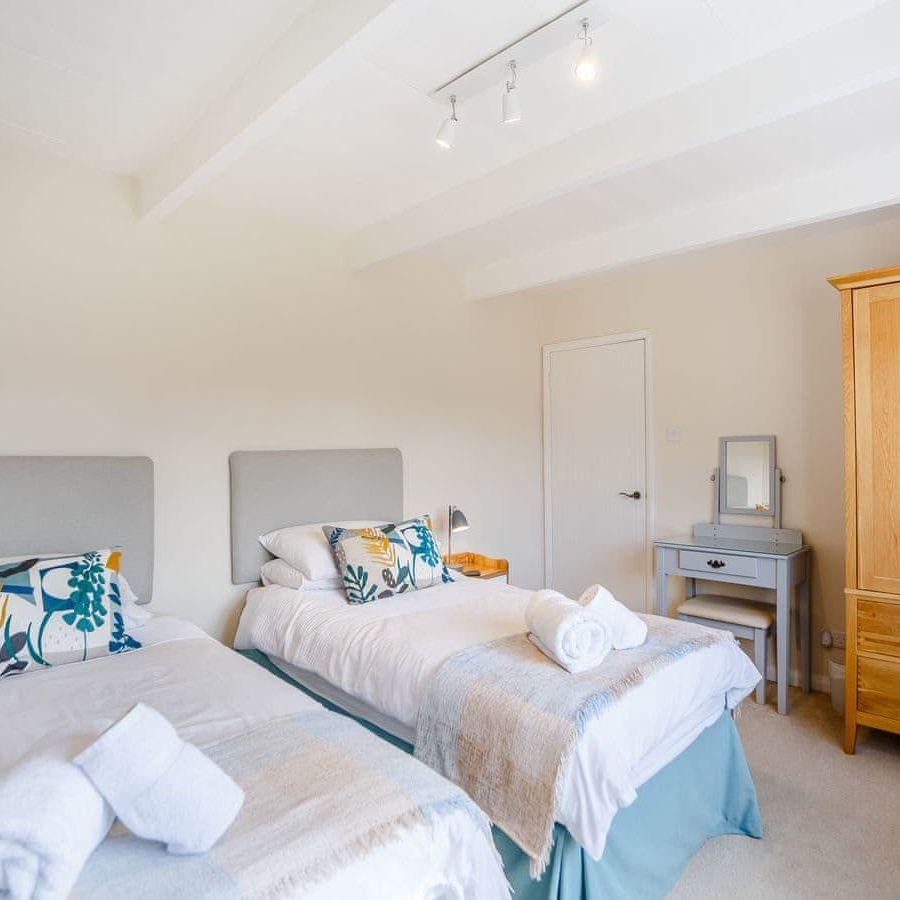 The Porthole-Twin bedroom