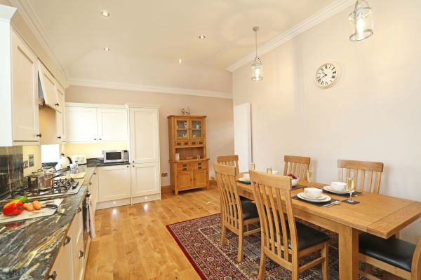 Thornbrae Lodge, kitchen and dining area