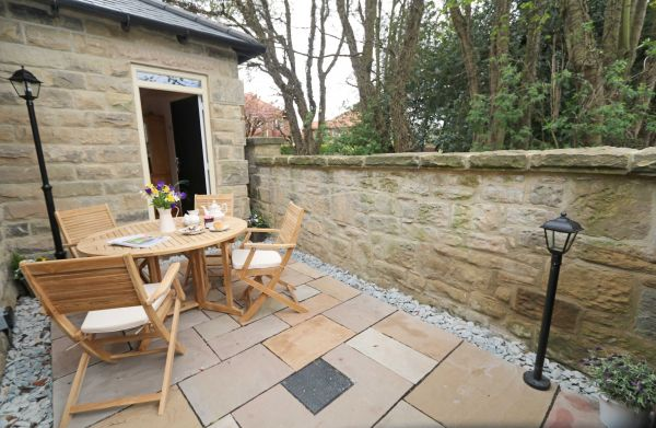 Thornbrae Lodge, patio