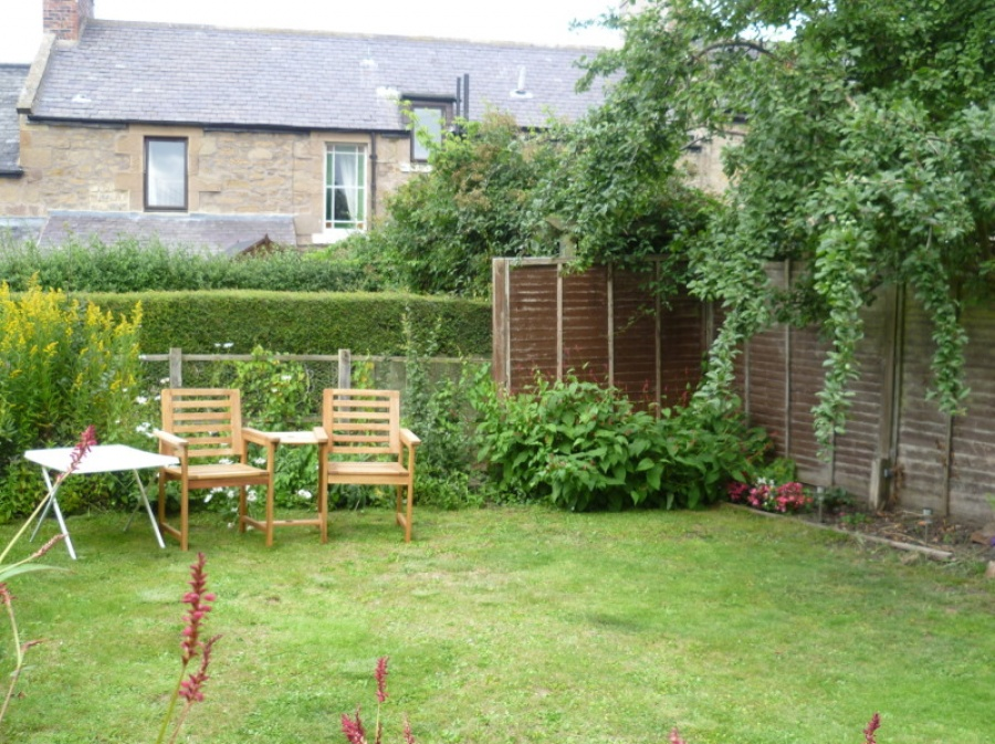 Garden 25 metres away
