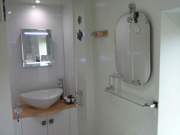 Smart vanity unit