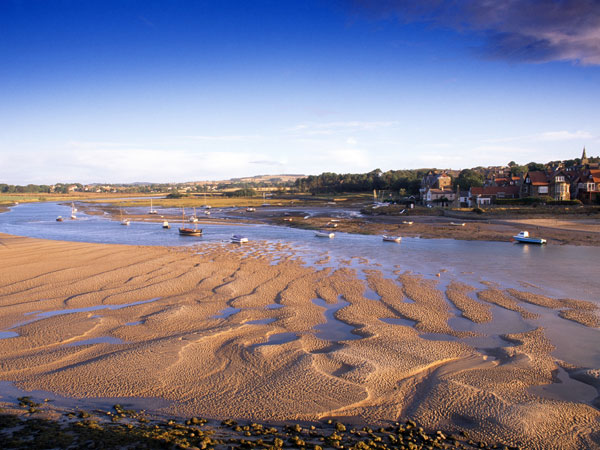 Discover Alnmouth