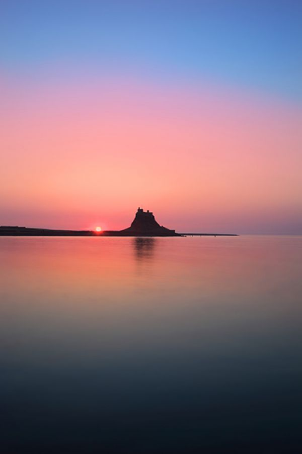 Local photographer captures sunrise at Lindisfarne Castle for winning shot