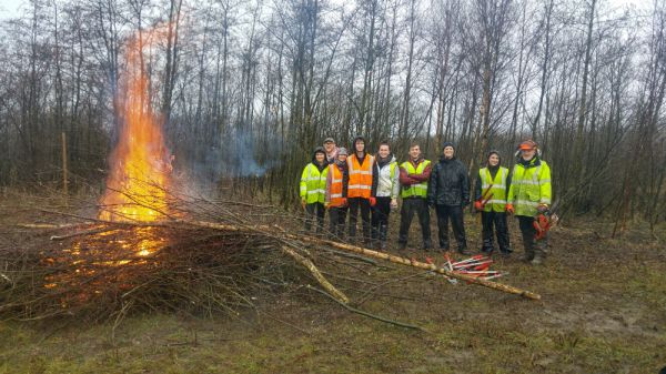 Uni students get stuck in to National Park conservation projects